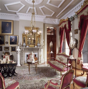 Sitting Room (photo from www.calhounmansion.net)