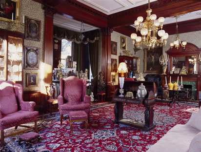 Downstairs reception room(photo from www.calhounmansion.net)