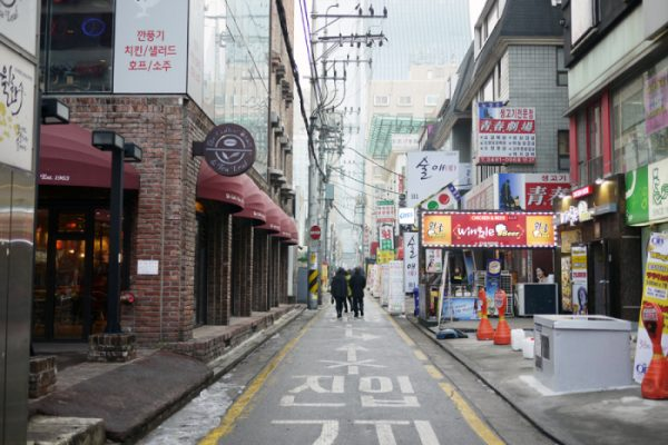 Streets-of-Seoul-South-Korea-700x467